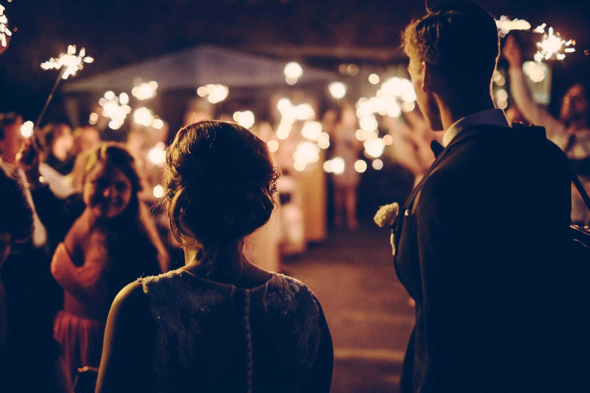 10 Secrets to Planning a Stylish Backyard Wedding